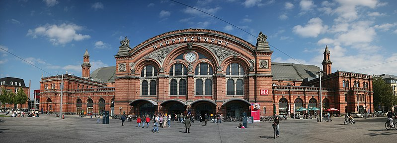 File:Bremen Hbf pano.jpg