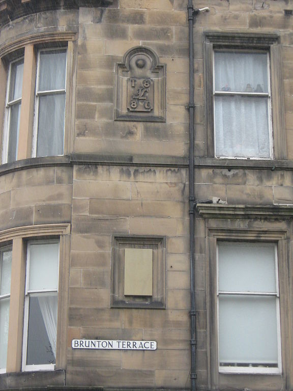 File brunton terrace edinburgh wikimedia commons for 55 buckstone terrace edinburgh