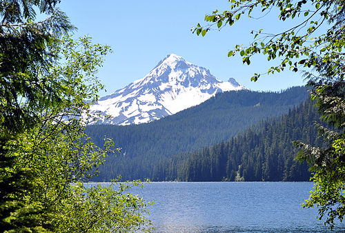 Bull run lake and mount hood