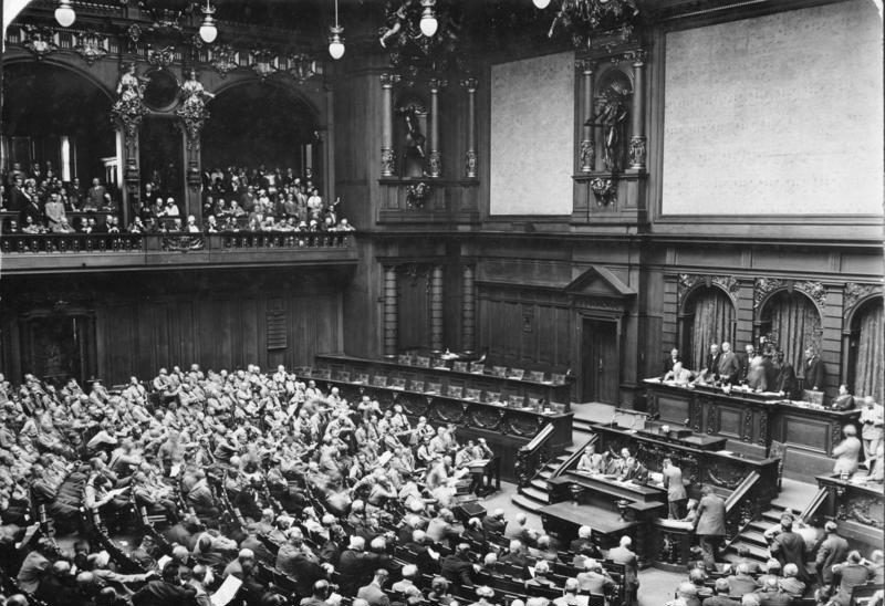 Bundesarchiv Bild 102-13801, Berlin, Reichstag, Er%C3%B6ffnung