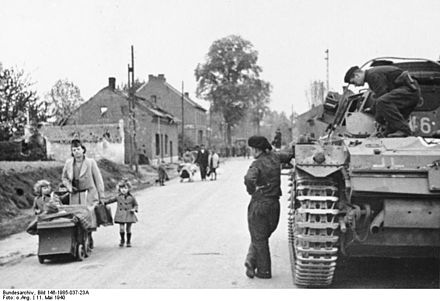 German troops watch Belgian civilian refugees fleeing the fighting Bundesarchiv Bild 146-1985-037-23A, Belgien, Albertkanal, Fluchtlinge.jpg