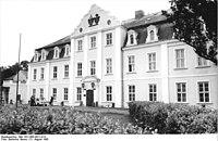 Bundesarchiv Bild 183-1985-0821-014, VEG Groß Miltzow, Verwaltungsgebäude.jpg