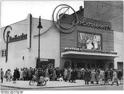 "Bundesarchiv Bild 183-46321-0001, Berlin, Schönberger Allee, Kino ""Colosseum"".jpg"