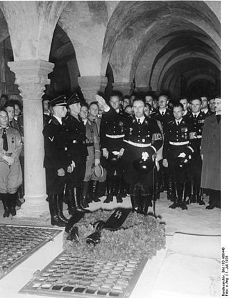 Quedlinburg Abbey - Heinrich Himmler and other senior SS staff in the crypt, 2 July 1938