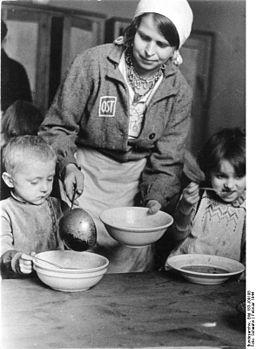 "Bundesarchiv Bild 183-J09198, Kinderhort in ""Ostarbeiterlager"""