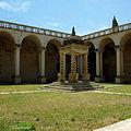 Chiostro del Monastero dei SS Niccolò e Cataldo.JPG