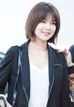 Choi Soo-young at Incheon Airport on May 6, 2016 02.jpg