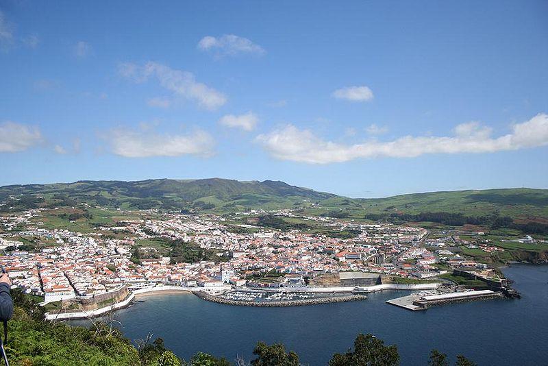 Ficheiro:Cidade de Angra do Heroismo e Baía de Angra do Heroísmo, ilha Terceira, Açores, Portugal.jpg