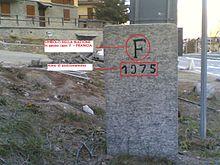 Cippo di confine n° 24 che segna il confine tra l'Italia e la Francia posizionato a seguito dei nuovi trattati del 1974
