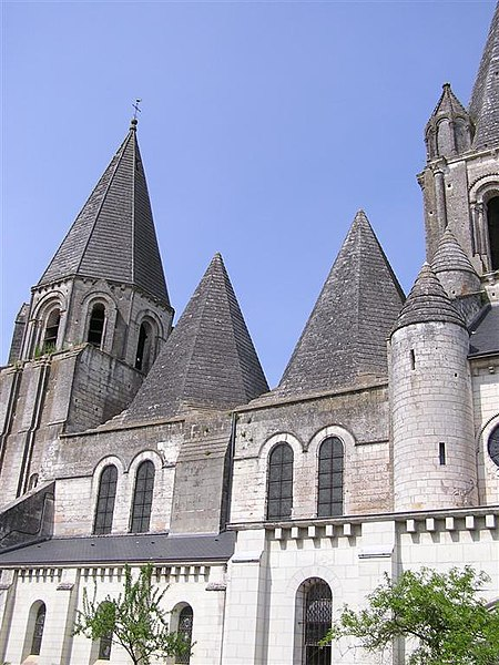 Fichier:Collégiale St-Ours.jpg