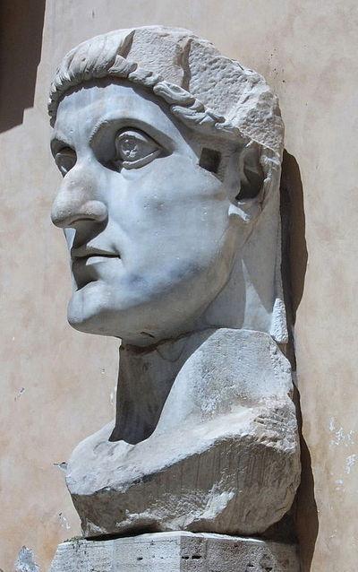 Konstantin Veliki, 313.–324., 2 m visoka glava nekad monumentalne figure, Kaptolski muzej, Rim.