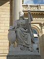 Cour d'honneur statue 1 Palais Bourbon.jpg