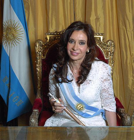 http://upload.wikimedia.org/wikipedia/commons/thumb/0/05/Cristina_Fern%C3%A1ndez_de_Kirchner_-_Foto_Oficial_2.jpg/462px-Cristina_Fern%C3%A1ndez_de_Kirchner_-_Foto_Oficial_2.jpg