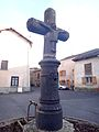 Croix de chemin du 16e siècle, Arlanc 1.JPG