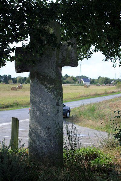 Croix de la Brassée (Guillac) de dos