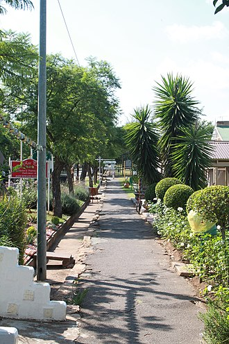 Cullinan, Gauteng - The street containing sandstone cottages, now used as shops and restaurants.