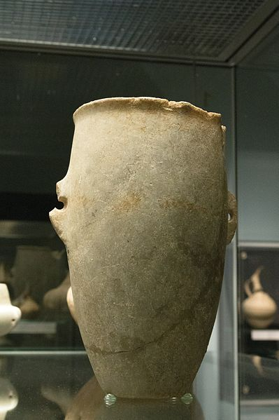 Soubor:Cycladic Tall cup, marble, 3200-2800 BC, GR 1889.12-12.1, BM, 154399.jpg