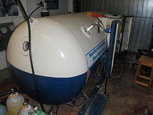 Decompression (diving) - Basic deck decompression chamber