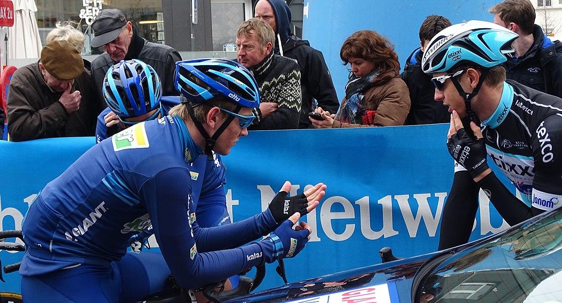 Reportage réalisé le mercredi 18 mars à l'occasion du départ de la Nokere Koerse 2015 à Deinze, Belgique.