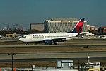 Delta N305DQ Boeing 737-700 (29961882996).jpg