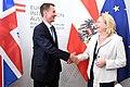 Der britische Außenminister Jeremy Hunt zum Gespräch bei Außenministerin Karin Kneissl (43072538884).jpg