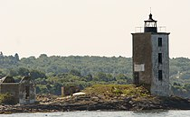 Dutch Island Lighthouse in 2007 before renovation.jpg