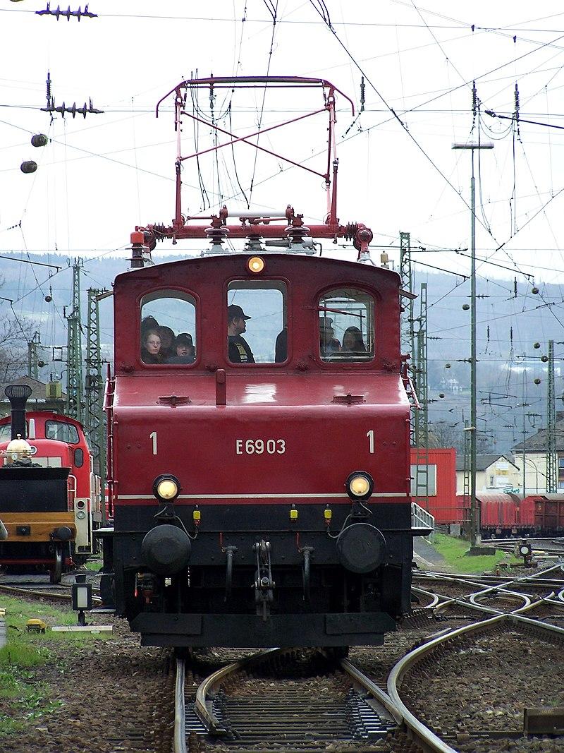 800px-E69_03_Koblenz_Luetzel_03042010.JPG