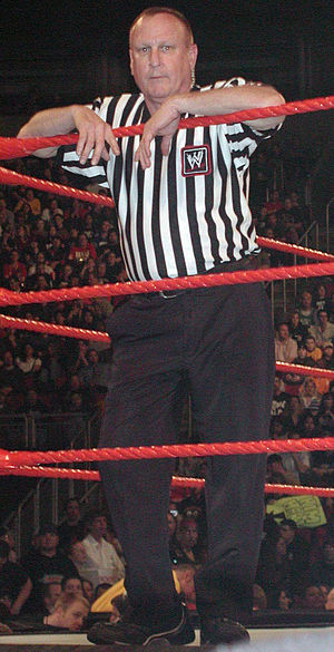Referee (professional wrestling) - Image: Earlhebner