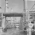 Een gedeelte van de raffinaderij, Bestanddeelnr 921-7113.jpg