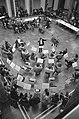 Een overzicht van het orkest van bovenaf, Bestanddeelnr 926-8730.jpg