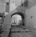 Een straatje in Safad (Safed) met een overbouwde poort en een gemetselde trap, Bestanddeelnr 255-4003.jpg