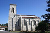 Eglise Saint-Isidore et Saint-Roch (Mornand-en-Forez) vue 2.jpg