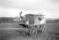Ein Brieftaubenwagen der Armee mit Brieftauben besetzt - CH-BAR - 3240991.tif