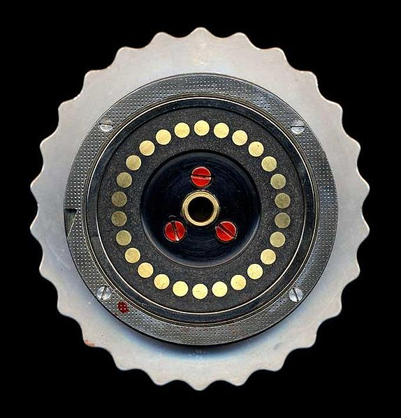Файл:Enigma-rotor-flat-contacts.jpg