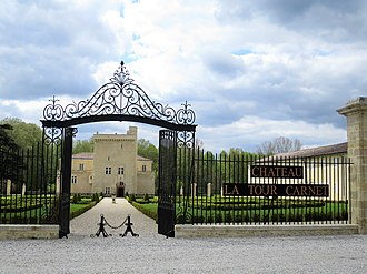 Château La Tour Carnet - Entrance of the wine estate