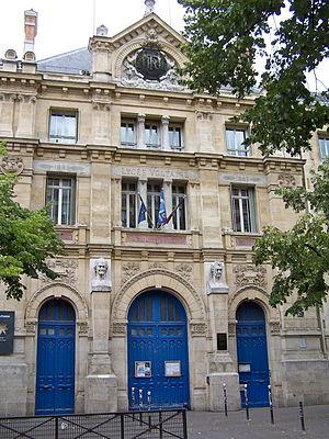 Lycée Voltaire (Paris) - School entrance