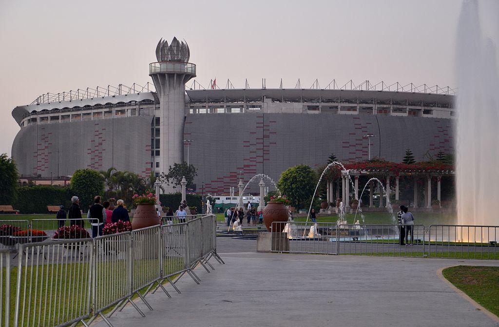 File estadio nacional de lima peru wikipedia for Puerta 9 del estadio nacional de lima