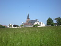 Etouy, l'église depuis les champs.JPG