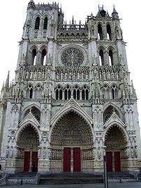 Facade de la cathedrale d'Amiens.jpg