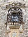 Fenêtre placée au-dessus de l'entrée.JPG