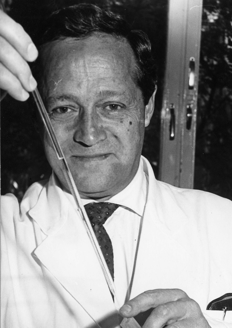 Feodor Lynen with pipette