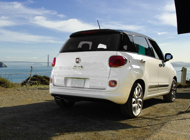 Fiat 500L commercial shoot with view of Golden Gate Bridge cropped