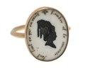 Fingerring av guld med siluett och text, 1700-tal - Hallwylska museet - 110244.tif