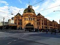 Flinders Street Station Main Building, May 2019.jpg