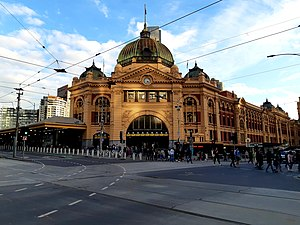 Flinders Street Station Main Building, May 2019.jpg