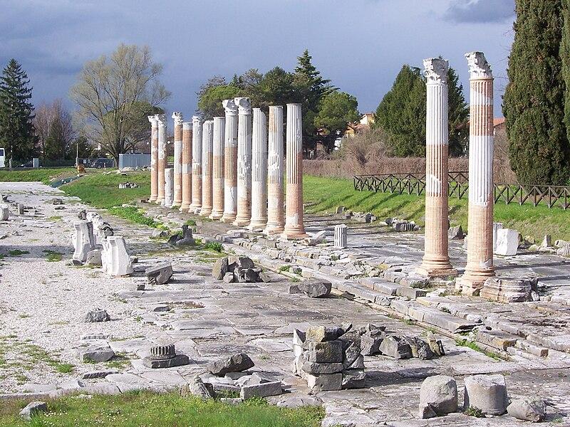 File:Foro romano di Aquileia.jpg