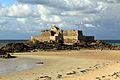 Fort national accessible à marée basse.JPG
