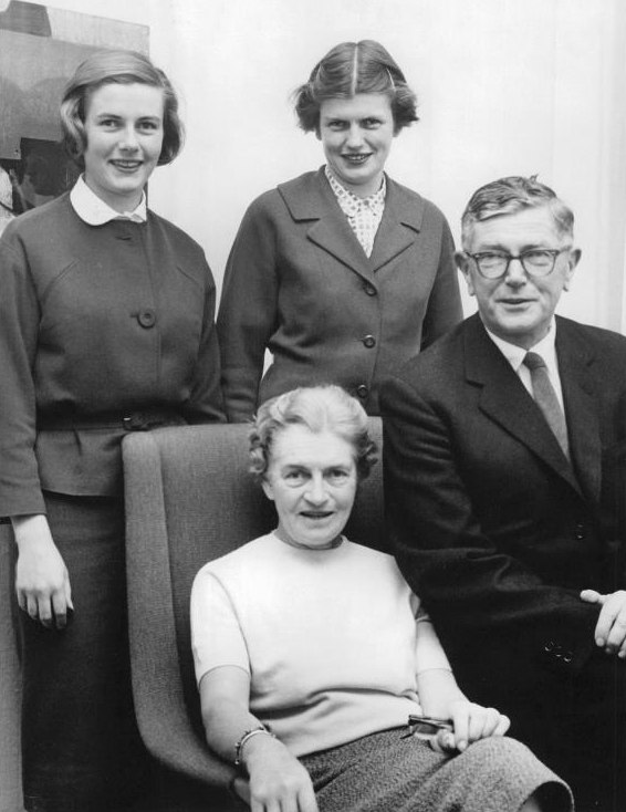 Frank Macfarlane Burnet with wife and daughters 1960