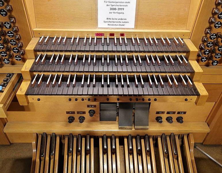 Datei:Frankfurt-Niederrad, Mutter vom Guten Rat, Orgel (2).jpg