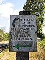 Gare de Claveisolles - Panneau téléphone urgence (sept 2018).jpg